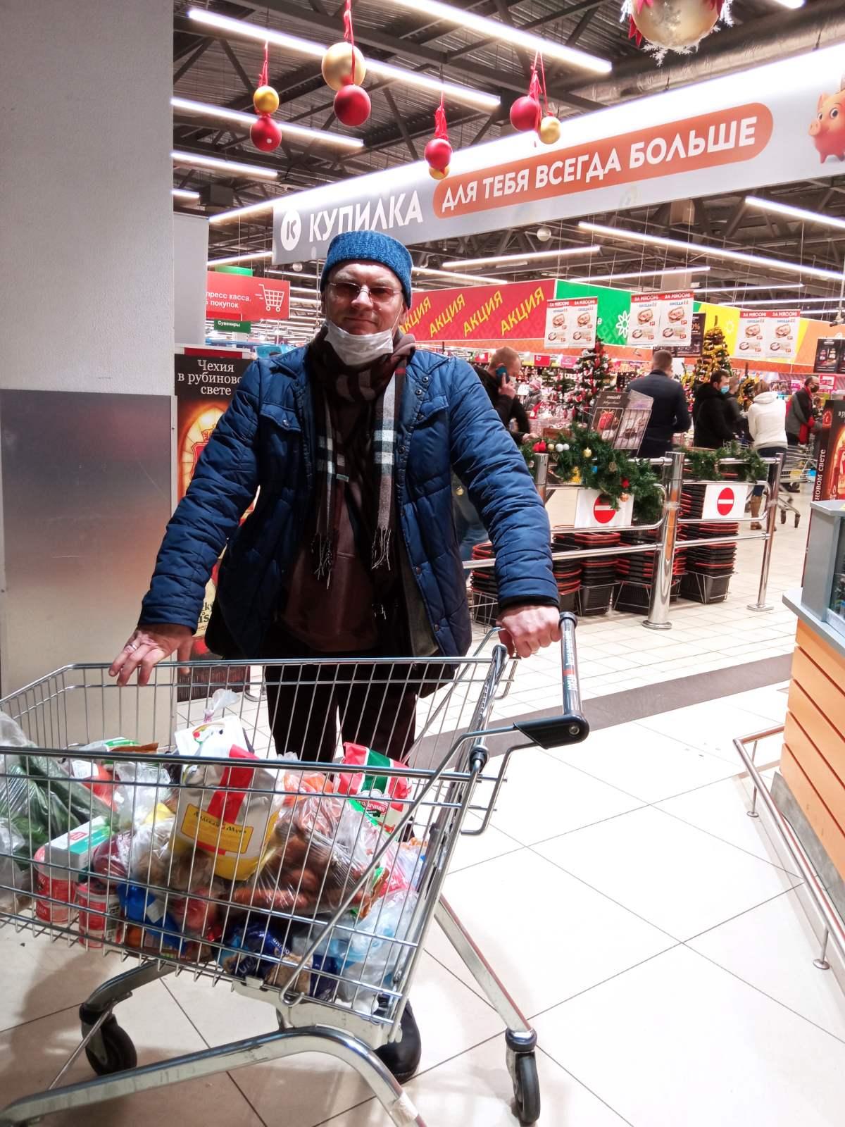 """Раздача горячих обедов нуждающимся в Минске БОО """"Пища Жизни"""""""